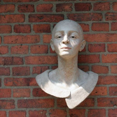 Uschi Koch | Frau mit Kragen