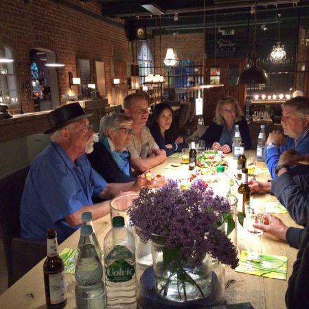 Ton_Kalle_und_Peter_Lundberg_beim_Abendessen_in_Bissee_407_5f75aa0f1970