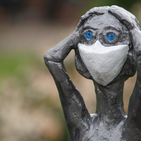 Peter Bergmann | Maske auf – Abstand halten | Beton bemalt